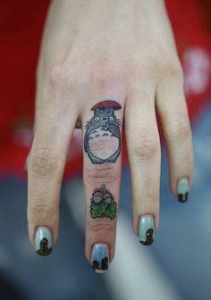 Fans de Miyazaki et de tattoos ? Ces 30 tatouages Totoro vont vous plaire !