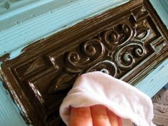 A great step by step furniture glazing tutorial! Thank you Sawdust and Embryos for this!!