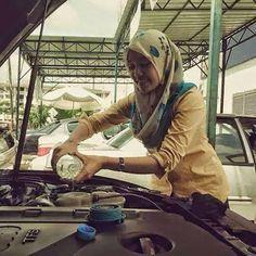Tips servis kereta mudah sesuai untuk wanita yang berkereta   TIPS SERVIS KERETA ( UNTUK WANITA BERKERETA )  TIPS SERVIS KERETA ( UNTUK WANITA BERKERETA )  Kpd orang pompuan anda sebenarnya boleh menjimatkan duit anda masa servis kereta..  BASIC SERVIS kereta adalah  i) penukaran minyak enjin  tukar penapis minyak  ii) cuci atau tukar penapis angin (air filter ; biasanya benda ni tahan lama.. 6 7 8 kali servis baru tukar sekaliair filter ni)  iii) periksa & top up air bateri (kalau nak tukar…