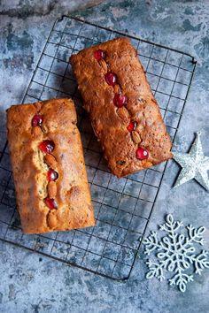 Mary Berry's Mincemeat Loaf Cake - Something Sweet Something Savoury Mary Berry Christmas Cake, Mini Christmas Cakes, Christmas Cake Designs, Christmas Goodies, Christmas Recipes, Boiled Fruit Cake, Mini Loaf Cakes, Mince Meat, Mincemeat Cake Recipe