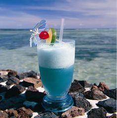 Blue Lagoon  6 PARTS VODKA    •1 PART BLUE CURACAO    •3 PARTS LEMON JUICE        Stir with a spoon and fill with sparkling water.