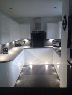 White gloss handless wren kitchen with curves, grey slate work top and flooring, tech wall Kitchen Room Design, Modern Kitchen Design, Kitchen Interior, Kitchen Ideas, Kitchen Furniture, Grey Gloss Kitchen, Kitchen White, Small U Shaped Kitchens, Wren Kitchen