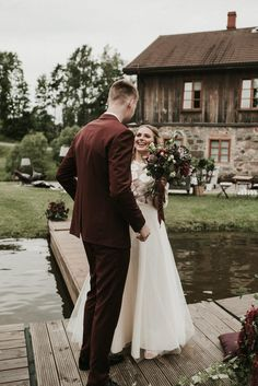This lil pond deck first look got us smilin' | Image by Miks Sels Photography #weddingphotography