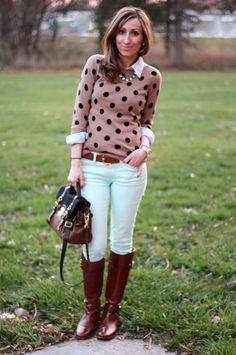 camisa rosa antigo de bolas pretas + calça branca