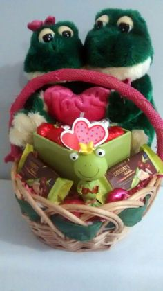 $45 @Ebay  Green & Pink LOVE FROGS Valentine's Day Treat Gift Basket  #Unbranded Valentine Baskets, Valentine's Day Gift Baskets, Star Events, Valentines Day Treats, Spring Fever, Wine Gifts, Pink Love, Small Businesses, Frogs