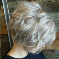 Wavy hairstyles in trend now with short cuts, and some basic products, you'll have a beautiful style. Wavy bob hairstyles have most attractive look. Silver Grey Hair, Short Silver Hair, Silver Ash, Corte Y Color, Short Hair Cuts For Women, Pretty Hairstyles, Bob Wedding Hairstyles, Wavy Bob Hairstyles, Hairstyle Ideas