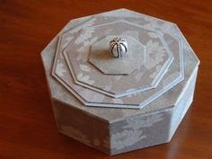 BONBONNIÈRE octogonale de couleur taupe : Boîtes, coffrets par a-chacun-sa-boite
