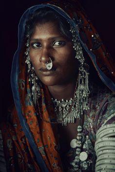 Jimmy Nelson Artprint XXIV 15, Mir woman, Dasada, , Gujarat, India 2016