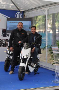 Notre scooter Z3 a séduit Christian Deuringer, vice-Président d'Allianz SE ! Merci M. Deuringer pour ce beau moment.