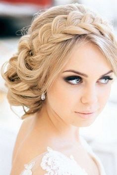 Die schönsten Brautfrisuren 2015: Wir sagen Ja zu diesen Haar-Trends! Wunderschöne Flecht-Frisur für die Braut: www.gofeminin.de/hochzeit/album758440/die-schonsten-brautfrisuren-2015-wir-sagen-ja-zu-diesen-haar-trends-0.html#p7