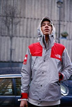 Supreme x The North Face 2013 Spring Reflective Mountain Parka. this is fucking sickkk Streetwear Mode, Streetwear Fashion, Bape, Men Street, Street Wear, The North Face, Urban Fashion, Mens Fashion, Mode Man