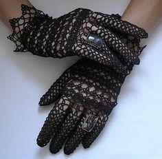 Tatted gloves - Not English - no pattern - Inspiration Tatting Jewelry, Jewelry Knots, Needle Tatting, Tatting Lace, Lace Gloves, Crochet Gloves, Doll Clothes Patterns, Clothing Patterns, Tatting Patterns