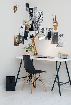 Browse pictures of home office design. Here are our favorite home office ideas that let you work from home. Shared them so you can learn how to work. Mesa Home Office, Home Office Space, Home Office Desks, Office Decor, Office Ideas, Office Workspace, Apartment Office, Office Inspo, Office Setup