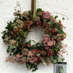 Danish Christmas, Christmas Pops, Christmas Flowers, Fall Flowers, Dried Flowers, Christmas Crafts, Autumn Wreaths, Holiday Wreaths, Welcome Wreath
