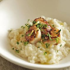 Drink while you cook with this seafood risotto which makes use of some of your favourite ingredients: tender scallops and dry white wine. Risotto Recipes, Rice Recipes, Seafood Recipes, Cooking Recipes, Healthy Recipes, Seafood Risotto, Arborio Rice, Dry White Wine, Fresh Mint Leaves