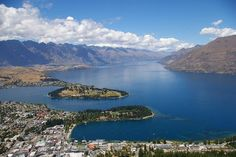 Looking down on beautiful Queenstown, Nouvelle-Zélande