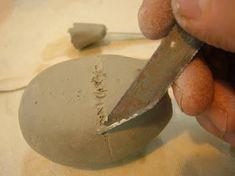 Construcción de una ocarina Slab Pottery, Ceramic Pottery, Ocarina Music, Slab Roller, Mystery Ranch, Native American Flute, Ceramic Texture, Art Lesson Plans, Clay Projects