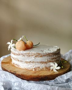 Lychees and cream cake egg free vanilla sponge cake, soaked in a fresh lychee syrup , layered with whipped cream and juicy lychees! Lychee Cake Recipes, Cupcake Recipes, Cupcake Cakes, Dessert Recipes, Cupcakes, Asian Desserts, Just Desserts, Eggless Desserts, Sweets Cake