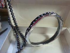 Brazalete de plata con perlas
