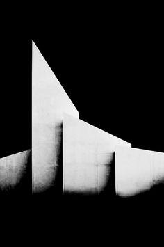 Los Angeles architecture, photo by Nicholas Alan Cope. Art Et Architecture, Minimalist Architecture, Futuristic Architecture, Amazing Architecture, Minimal Photography, Black And White Photography, Instalation Art, Shadows, Architectural Photography