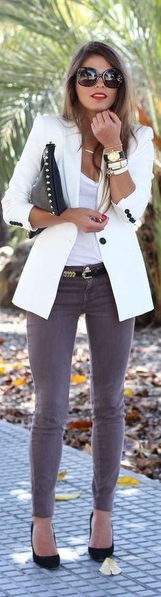 White blazer, white under shirt, gold and black jewelry and gray skinny pants with black shoes - Google keresés