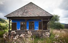 case traditionale romanesti - Căutare Google Moomin House, Water Marbling, Bucharest Romania, Traditional House, Old Houses, Gazebo, Shed, Outdoor Structures, House Styles