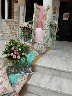 Vintage floral στολισμός για κορίτσι με ροζ και μέντα. Υπέροχο floral θέμα με πολύ ωραία χρώματα και αντικείμενα , ποδήλατο μεταλλικό vintage στο χρώμα της μέντας και ξύλινο δέντρο καθώς και μεταλλικά φανάρια.