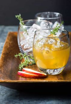 These easy, seasonal Bourbon Apple Cider cocktails are perfect for any fall event from Thanksgiving to tailgating! Make one or batch Bourbon Apple Cider, Spiked Apple Cider, Apple Cider Cocktail, Warm Apple Cider, Cider Cocktails, Apple Brandy, Cocktail Garnish, Fall Cocktails, Cocktail Recipes