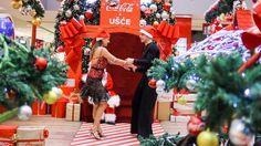 Svi koji su se u petak zadesili u UŠĆE Shopping Centru imali su priliku da prisustvuju jednom potpuno netipičnom događaju.    ŠTA SE DESI KADA 150 LJUDI ZAPLEŠE U ISTO VREME?  Dok su posetioci obavljali svoj uobičajeni šoping,   #novogodišnji ples #ples u ušću #usce shopping centar