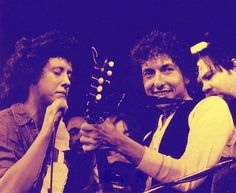 On this day in 1974, Bob Dylan appeared in New York at a Felt Forum benefit for Chilean refugees from the junta that deposed Socialist president Salvador Allende..hosts for this Friends of Chile concert were Phil Ochs and actor Dennis Hopper..Dylan jammed with Ochs, Dave Van Ronk, Pete Seeger and Arlo Guthrie.