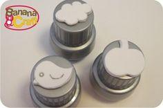 Tampa de sabão líquido e sobras de E.V.A. viram carimbos bem legais. Tute em http://www.bananacraft.com/blog/reciclagem/2011/06/21/reciclagem-carimbos-de-e-v-a/