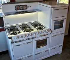 This is my dream stove!!!! So crazy to go back in time to get what you want now:)                                                                                                                                                      More