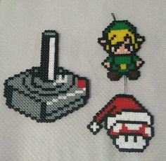 Hama Beads. Joystick de la Atari, Link y una seta de Super Mario navideña.