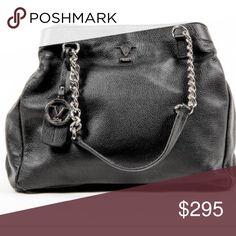 Versace purse Measures: 41x30x18 cm Made: ITALY Compositions: LEATHER Description: Details: V012 S BLACK - Color: Black - Composition: LEATHER - Measures (Width-Height-Depth): 41x30x18 cm - Made: ITALY - Front Logo - Two Handles - Zip Closure - One Inside zip Pocket - Two Inside Pocket - Removable Shoulder Strap Versace Bags Shoulder Bags