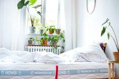 Happy Welt-UMWELT-Tag 2021! 🌞🌳 HONGi Faultiermatratzen werden aus nachwachsenden Rohstoffen gefertigt, ökologisch produziert, sind CO2 neutral, streng schadstoffgeprüft und 100% #vegan. Nachhaltig gut schlafen – und dabei auch der Umwelt ein wenig Erholung schenken: Jetzt individuelle Faultiermatratze konfigurieren auf www.hongi.com 💚 #weltumwelttag #nachhaltigschlafen #hongidiefaultiermatratze #erholung #umweltschutz #schlaf #nachhaltigkeit Co2 Neutral, Toddler Bed, Furniture, Home Decor, Sleep Better, Recovery, Sustainability, Mattress, Decorating