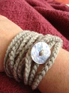 crochet bracelet free pattern – Knitting Tips Cotton Crochet, Cute Crochet, Crochet Crafts, Yarn Crafts, Crochet Projects, Knit Crochet, Crochet Chain, Simple Crochet, Sew Simple