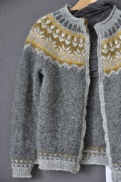 Knitting Patterns Fair Isle Icelandic Sweaters Ideas For Knitting , strickmuster fair isle isländische pullover ideen zum stricken , modèles de tricot idées de pulls islandais fair isle Knitting Designs, Knitting Projects, Knitting Tutorials, Punto Fair Isle, Icelandic Sweaters, Fair Isles, Fair Isle Pattern, Looks Vintage, Looks Style