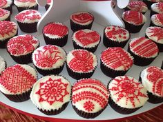 Henna art done by the amazing Wardah of Henna Designz on cupcakes