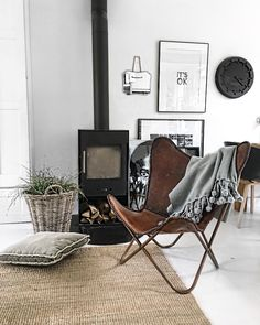 Living Room Inspiration, Home Decor Inspiration, Home Living Room, Living Spaces, Salons Cosy, Contemporary Chairs, Cozy Place, Cool Chairs, Scandinavian Interior