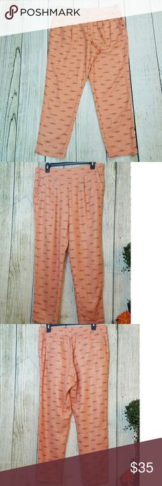 """NWOT Free People relaxed crop pants EUC - pants have gold shimmer and a """"tribal"""" print free people Pants Ankle & Cropped"""