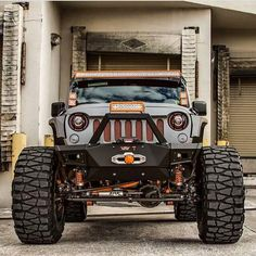Love the way this jeep looks as if it is sticking his tongue out at ya.