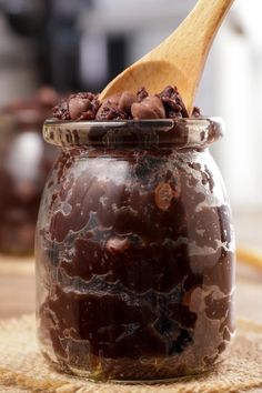 This edible keto brownie batter cookie dough is the perfect sweet treat. Easy low carb recipe for the BEST brownie batter cookie dough. Egg-less edible cookie… Cookie Dough Ingredients, Keto Cookie Dough, Edible Cookie Dough, Cookie Dough Recipes, Brownie Recipes, Edible Cookies, Keto Cookies, Low Carb Chocolate, Sugar Free Chocolate