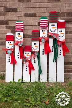 Kid-Sized Snowman Holiday Keepsake Looking for a fun, meaningful gift for your precious child this Christmas? This kid-sized snowman holiday keepsake is the PERFECT gift for any child! Outside Christmas Decorations, Christmas Wood Crafts, Pallet Christmas, Christmas Signs Wood, Christmas Art, Christmas Projects, Holiday Crafts, Snowman Crafts, Diy Xmas Decorations