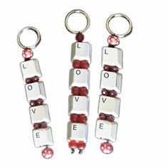 Step-by-step on how to recycle computer keyboard and upcycle them into Love keyrings