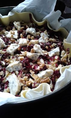 Savory pie with gorgonzola radicchio and walnuts - Salat Ideen Vegetarian Recipes, Cooking Recipes, Healthy Recipes, Antipasto, Tortillas Veganas, No Salt Recipes, Fast Food, Happy Foods, Savoury Dishes