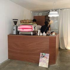 Cafe Interior, Interior Design, Cafe Display, Coffee Stands, Small Cafe, Cafe Design, Coffee Shop, Liquor Cabinet, Minimalist