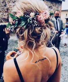 ♡ @𝓋𝒾𝓋𝒶_𝓋𝒾𝓋𝒶𝒸𝒾𝑜𝓊𝓈 ♡ | boho hair | #boho #hair #updo #flowers #flowercrown