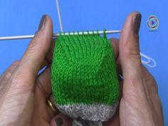Im 4. Teil des Sockenworkshops geht es um die Ferse. Schritt für Schritt zeige ich das Stricken des Käppchens. Die Aufteilung der Maschen auf der Stricknadel...