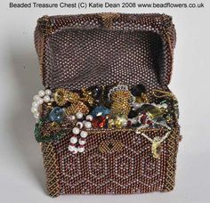 Julia Pretl's book, 'Little Bead Boxes' was one of my early beading book purchases and it still remains a book that I love. As you can see from the cover, ...