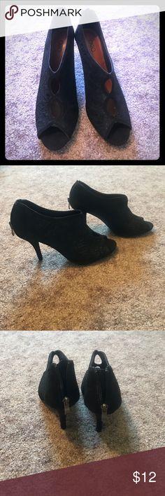 NWOT Black lace heels Never worn!! Zip back enclosure with lace details. Shoes Heels